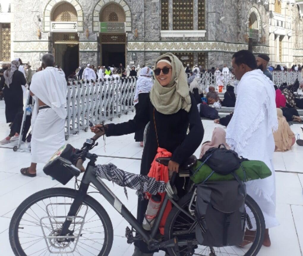 tunisian woman bicycle makkah